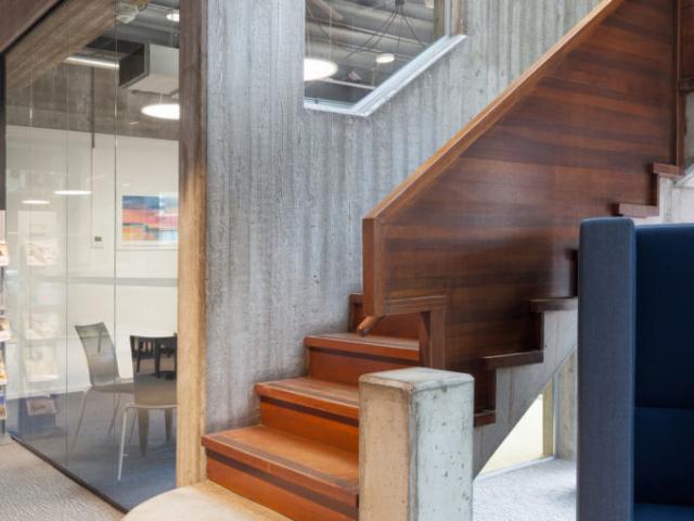 Stijlvolle trap in kantoor