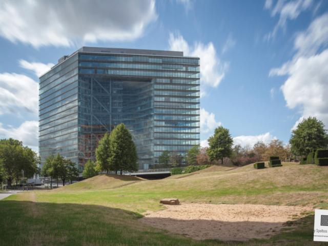 Architectuurfoto van een modern kantoorgebouw