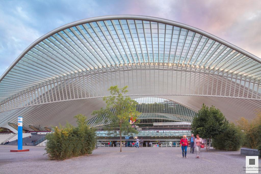 Vooraanzicht van station Luik-Guillemins