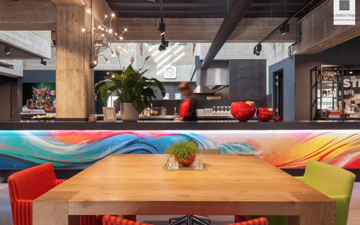 Restaurant lounge van een modern kantoorgebouw