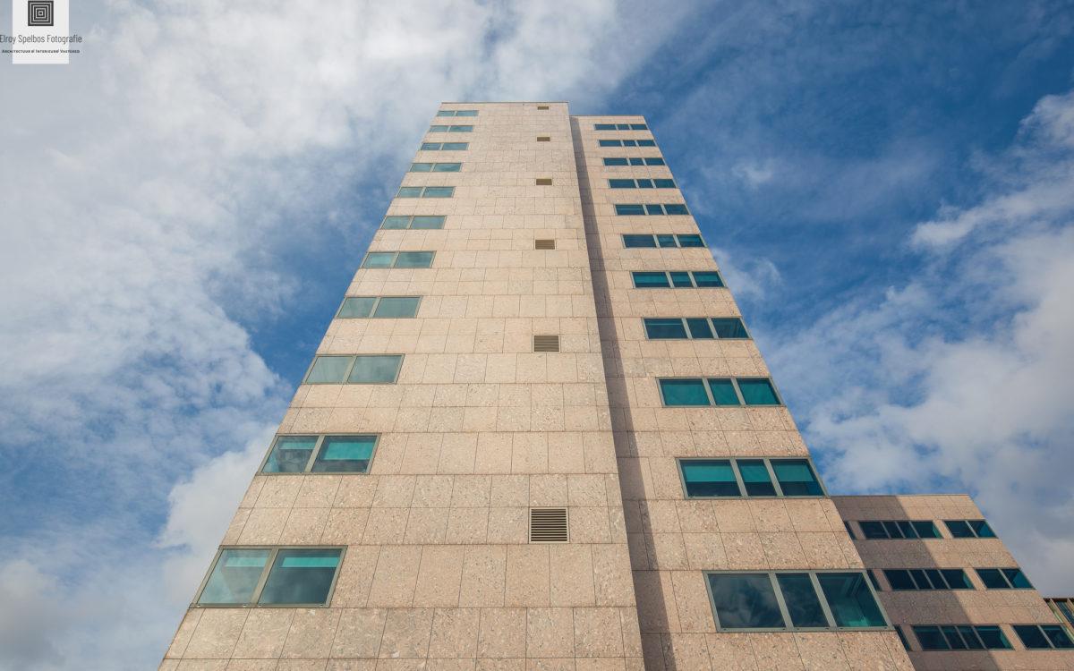 Wolkenkrabber getofografeerd door architectuurfotograaf Elroy Spelbos