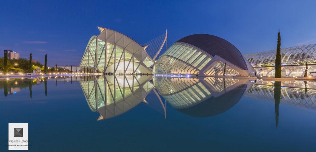 Blauwe uur architectuurfotografie door Elroy Spelbos